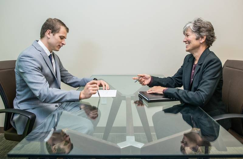 Make a good impression in a job interview and don't forget about etiquette